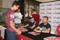 ALıŞVERIŞ - Hataysporlu Futbolculardan İmza Günü