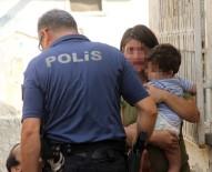 Öz Anneden Çocuklara Şiddete Mahalleli İsyan Etti