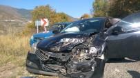 Posof'ta Trafik Kazası Açıklaması 2 Yaralı
