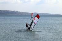RÜZGAR SÖRFÜ - Rüzgar Sörfü Slalom Türkiye Şampiyonası Büyükçekmece'de Yapıldı