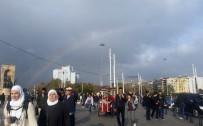 TAKSIM - Taksim'de Oluşan Gökkuşağı Kendine Hayran Bıraktı