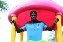 ÜNAL KARAMAN - Trabzon'da Mutlu Bir Senegalli