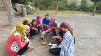 KÖPEK YAVRUSU - Yavru Köpeğin İmdadına Öğrenciler Yetişti
