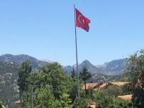 TÜRK BAYRAĞI - Aksekili Hayırseverden Köyüne Dev Türk Bayrağı