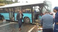 BELEDIYE OTOBÜSÜ - Belediye Otobüsü Yoldan Çıkarak Kayalıklara Çarptı Açıklaması 20 Yaralı