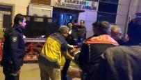 POLİS MERKEZİ - Bıçakla Yaralandı, Polis Merkezi Önünde Yere Yığıldı