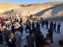 KUDÜS - Filistinliler, İsrail'in Han El-Ahmer Köyü'nü Yıkmasına İzin Vermedi