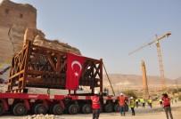 Hasankeyf'te Tarihi Kale Kapısı Bölünerek Taşındı