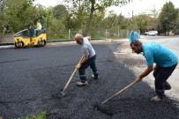 ALT YAPI ÇALIŞMASI - Kartepe'de Yol Çalışmaları Sürüyor