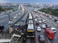 SÖĞÜTLÜÇEŞME - Metrobüs Arıza Yaptı, Kuyruk Oluştu