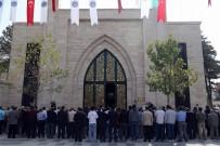 HULUSİ AKAR - Orgeneral Hulusi Akar Camii'nde Cenazelerin Kaldırılmasına Başlandı