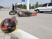ATATÜRK - Otomobille Çarpışan Motosiklet Sürücüsünü Kaskı Kurtardı