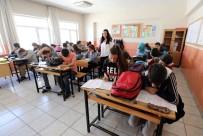 SOSYAL HİZMET - Van Büyükşehir Belediyesinden Dar Gelirli Öğrencilere Yardım