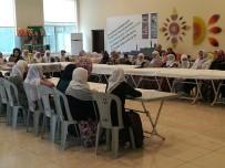 GIDA YARDIMI - Büyükşehir Belediyesi Yaşlıları Yemekte Buluşturdu