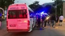 ŞERİT İHLALİ - Denizli'de Minibüs İle Otomobil Çarpıştı Açıklaması 7 Yaralı