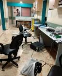 PLASTİK CERRAHİ - Elazığ'da Ölen Kişinin Yakınları Cihazları Parçaladı