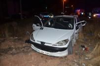 VEYSEL KARANI - İki Kardeşin Otomobilleri Çarpıştı Açıklaması 9 Yaralı