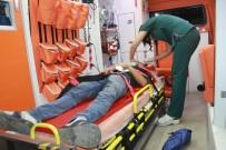 ŞEHİR İÇİ - Minibüs İle Motosiklet Çarpıştı Açıklaması 2 Yaralı