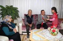 TÜRK BAYRAĞI - Seçen, Yarım Asırlık Aileleri Ziyaret Etmeye Devam Ediyor