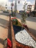 Şırnak'ta Refüjler Çiçek Ve Taşlarla Süsleniyor