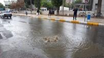 YAĞAN - Yağmur Yağışı Sonrası Rögarlar Taştı