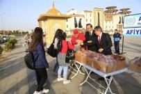 DAMAT İBRAHİM PAŞA - Belediye Başkanı Seçen, Rektör Bağlı İle Birlikte Öğrencilere Süt Ve Poğaça Dağıttı