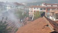 AHMET ÜNAL - İtfaiye Çatı Kiremitlerini Sökerek Yangına Müdahale Etti