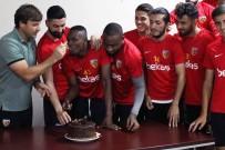 DOĞUM GÜNÜ PASTASI - Kayserispor'da Doğum Günü Sürprizi