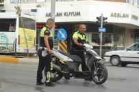 İBRAHİM SÖZEN - Manavgat'ta Motosiklet Kazalarında 3 Kişi Yaralandı