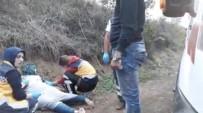 İBRAHİM KURT - Sakarya'da İki Suriyeli Genç Kız Yol Kenarında Baygın Halde Bulundu