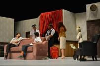 DEVLET TIYATROLARı - Tom Dick Harry tiyatro oyununa büyük ilgi