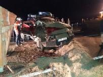 Ağrı'da Otomobilde Sıkışan 2 Kişi Kurtarıldı