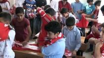 SİNEMA OYUNCUSU - Beşiktaş Taraftarlarından Köy Okuluna Ziyaret