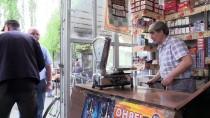 KÜLTÜR SANAT - Kitap Sevgisini Hem Bakkal Dükkanında Hem Televizyonda Anlatıyor