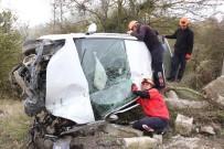 Kontrolden Çıkan Otomobil Takla Attı Açıklaması 2 Yaralı