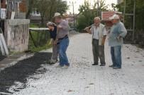 Muhtarlar Gününde Köyünün Yol İnşaatında Çalıştı