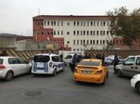 KIZ MESELESİ - Okulda Bıçaklı Kavga, 2 Öğrenci Yaralandı