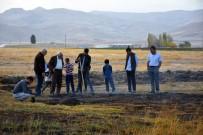 Tarladaki Toprak Yangını Vatandaşı Şaşırttı