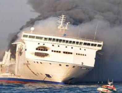 335 kişiyi taşıyan feribotta yangın çıktı