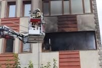 İTFAİYE MERDİVENİ - Apartmanda Çıkan Yangında 5 Kişi Zehirlendi