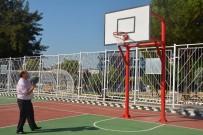 MESUT ÖZAKCAN - Yenilenen Parkta İlk Atış Başkan Özakcan'dan