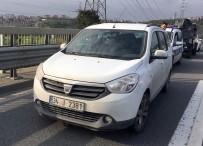 OKMEYDANı - Kağıthane'de Seyir Halindeki Otomobilin Sürücüsüne Mermi İsabet Etti