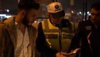 TAKSİ ŞOFÖRLERİ - (Özel) Turist Almak İçin Tramvay Yoluna Giren Taksicilere Ceza Yağdı
