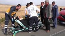 DEVLET HASTANESİ - Şarkışla'da Trafik Kazası Açıklaması 2 Yaralı