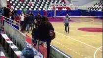 ATATÜRK SPOR SALONU - Voleybol Maçında Gerginlik