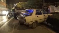Alkollü Sürücü Kırmızı Işıkta Bekleyen Araca Çarptı Açıklaması 1 Ağır Yaralı