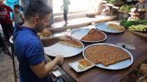 ALIM GÜCÜ - Halep'in Tatlıcıları Tüm Zorluklara Rağmen Ayakta Kalmaya Çalışıyor