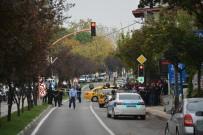 Polis Motosikleti Taksi İle Çarpıştı Açıklaması 3 Yaralı