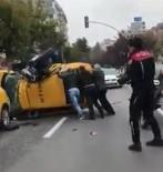 TİCARİ TAKSİ - 300 Kiloluk Polis Motoru, Ok Gibi Saplandığı Taksiyi Devirdi