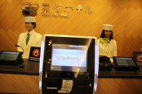 ÇİZGİ FİLM - Dünyada İlk Açıklaması Bu Otelde Robotlar Çalışıyor